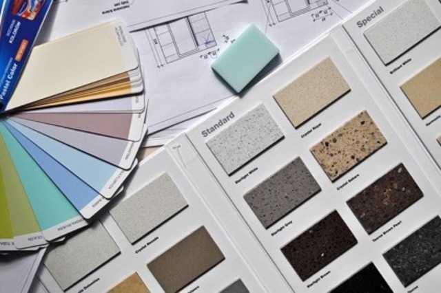 新しく葺き替える屋根材をどれにするかよく検討する