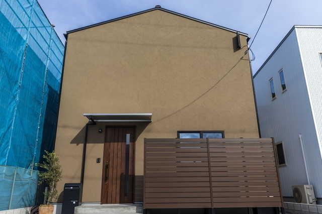 個性的な雰囲気を醸し出すミッドビスケットの外壁