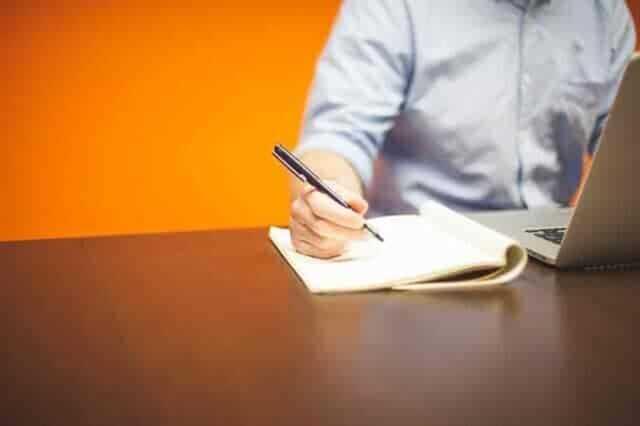 営業担当者の対応力や人柄をチェックする
