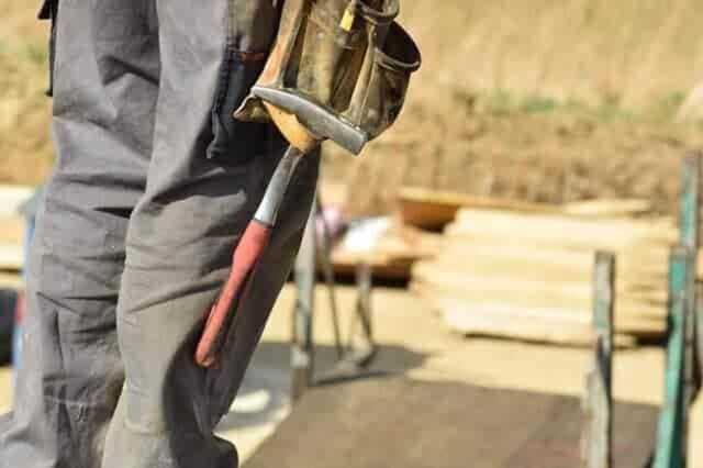 瓦屋根の修理はDIYできるか?