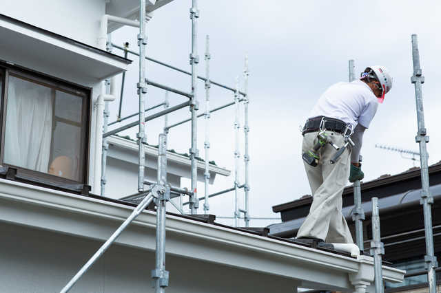 外壁カバー工法(重ね張り)とは?費用相場やリフォーム業者の選び方も解説!