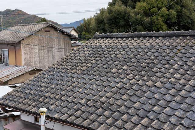 セメント瓦から別の屋根材に葺き替えたい