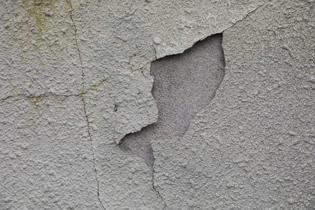 外壁塗装が劣化する原因と塗料の耐用年数