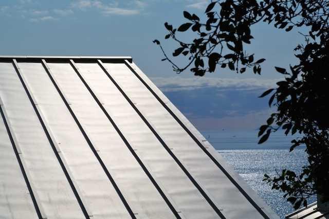 ガルバリウム屋根の縦葺きとは