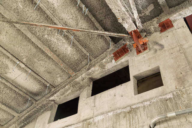 アスベストを含有した外壁はすぐ除去する必要ある?